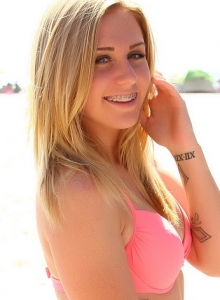 Cute Babe Ashley Vallone Isnt Shy As She Teases At The Beach In Her Bikini - Picture 7
