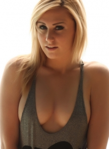 Blonde Tease Ashley Vallone Shows Off Her Perky Tits In A Skimpy Tight Tank Top - Picture 4